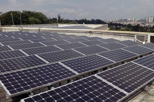 Metrô do DF lança estação que funciona com energia solar