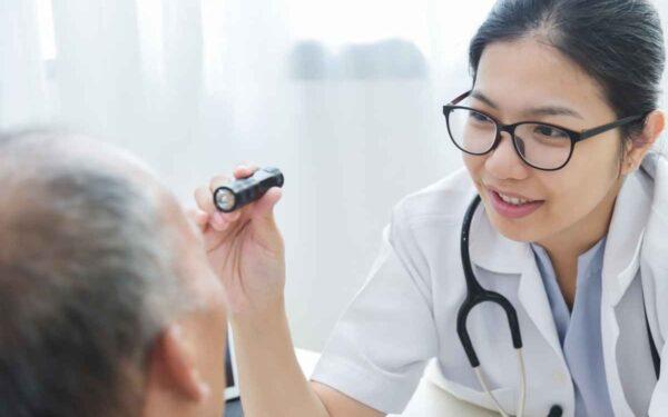 6 sintomas quem pode ser catarata e você deve ligar o alerta