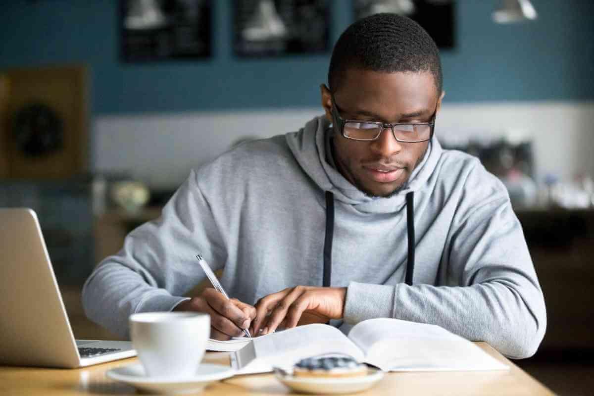 Como passar em concursos estudando poucas horas por dia?